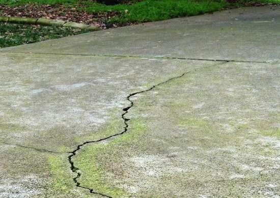 Fixing a driveway crack