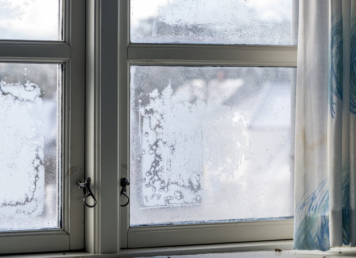 Preventing winter frost on windows