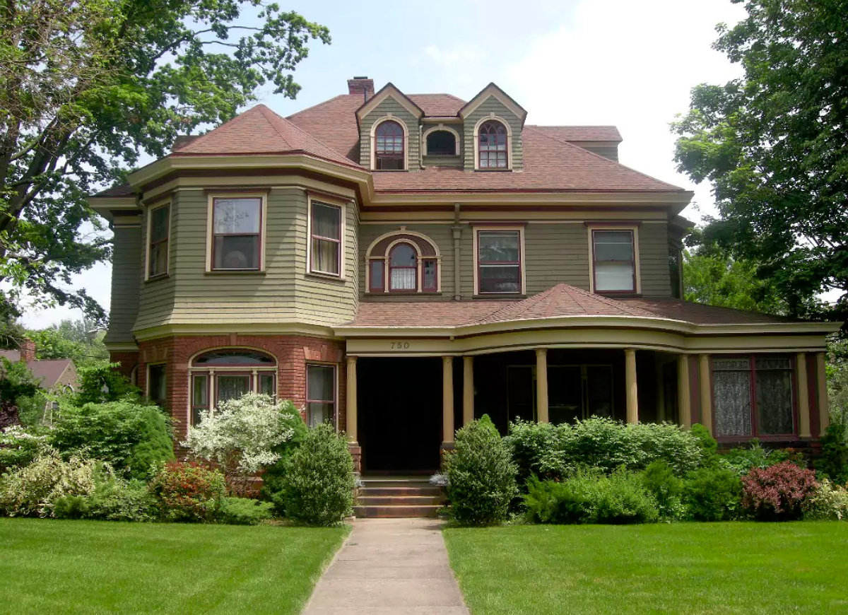 Hartford ct historic homes 18 must see american towns for Connecticut home builders