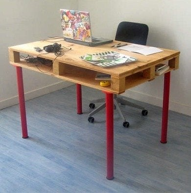 Instructables.com-shipping-pallett-desk-flickr-pierredeval.com