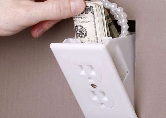 Faux Outlet for Valueables