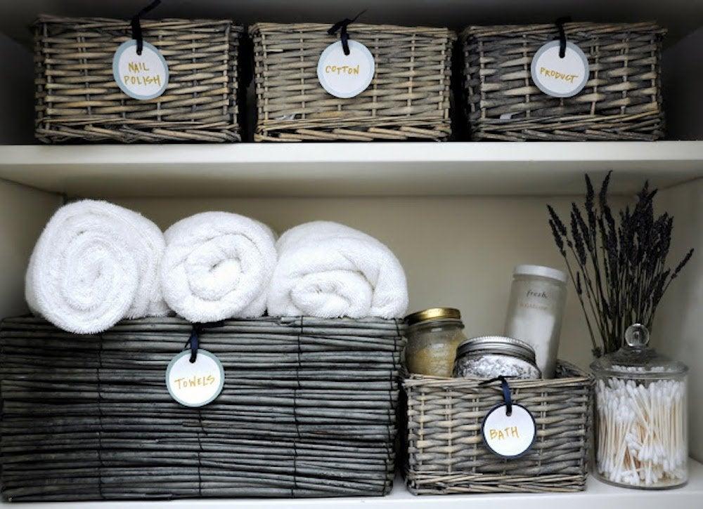 Linen_closet_organization
