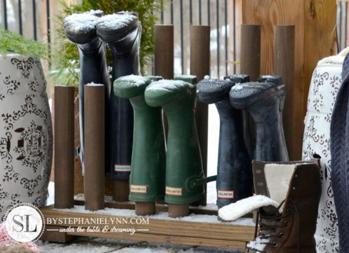Peg boot rack