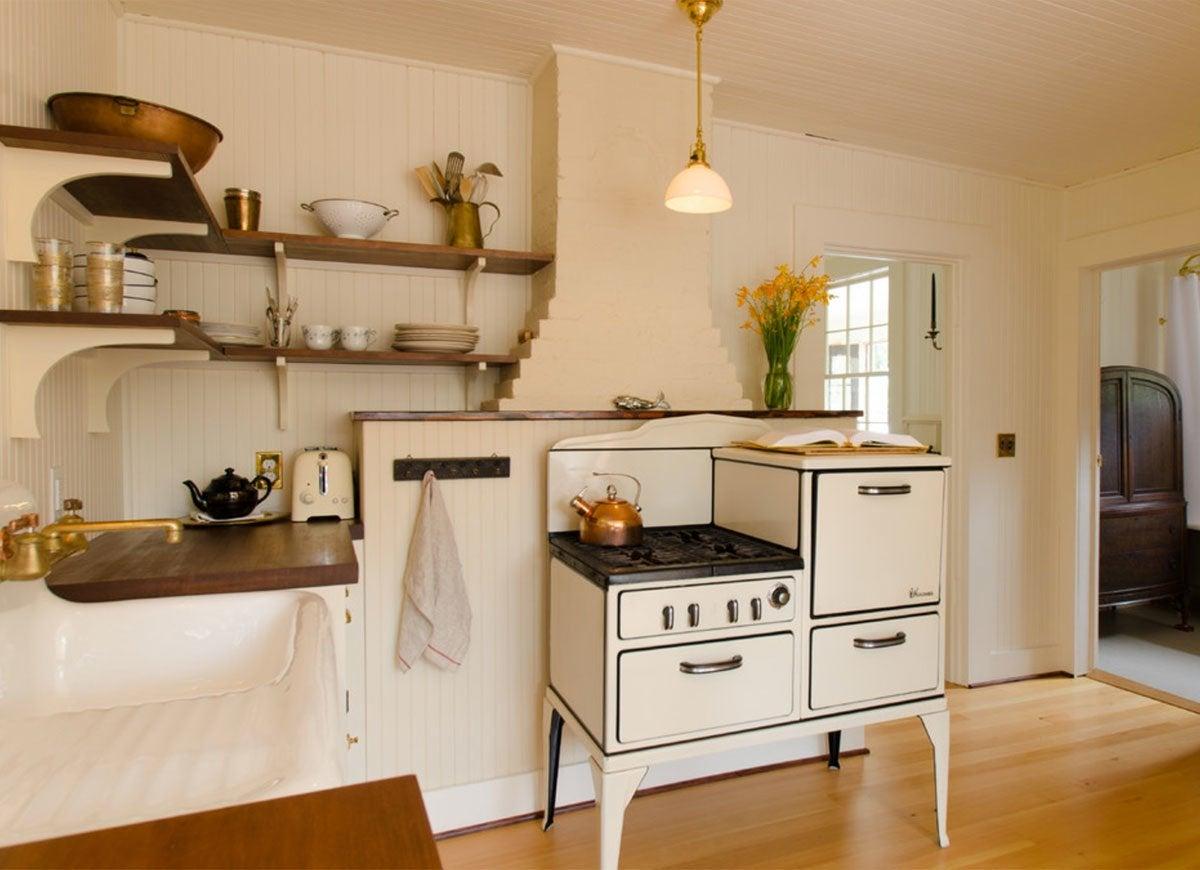 Vintage kitchen ideas 12 features we love bob vila for Vintage kitchen design