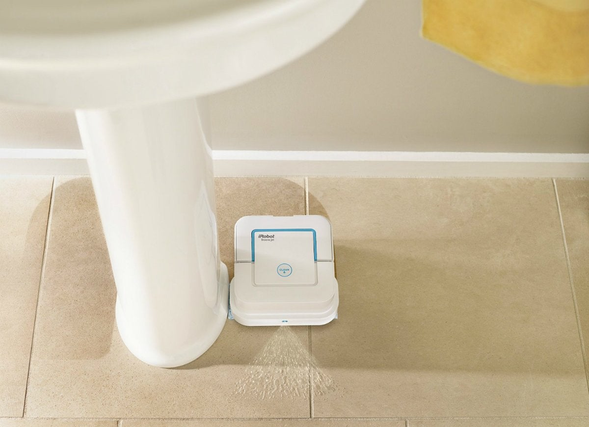 Bathroom cleaning robot