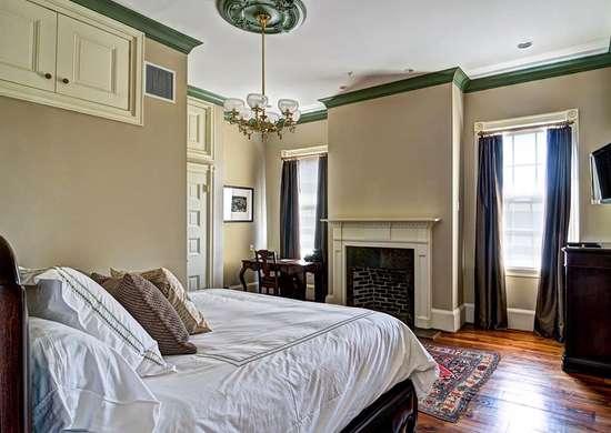 Mobile, AL Bed & Breakfast - Fort Conde Inn