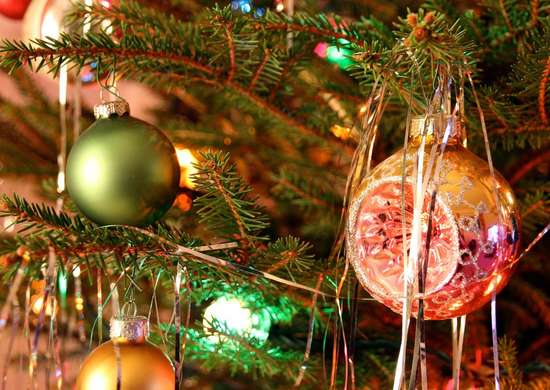 Hang tinsel on christmas tree christmas ideas 14 How to decorate a christmas tree without tinsel