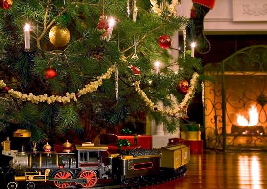 Christmas-tree-toy-train