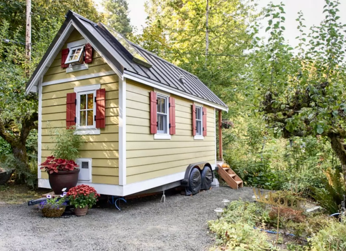 Yellow_tiny_house