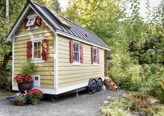 Yellow_tiny_house