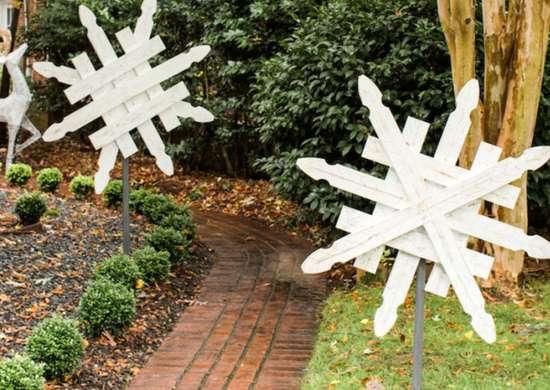 Diy fence snowflakes