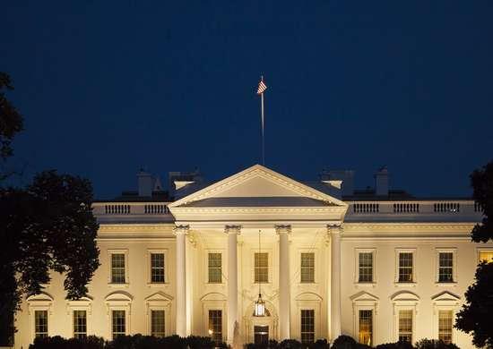 White house nighttime