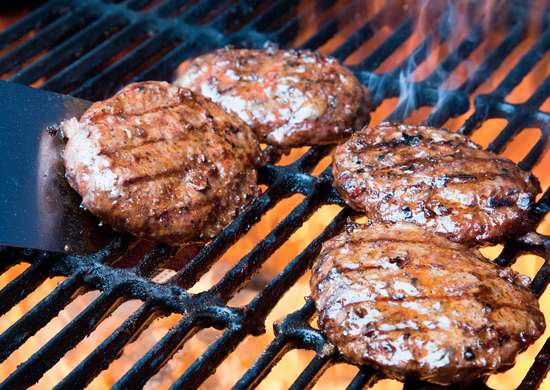 Grilling burgers 171146892 2880x1920