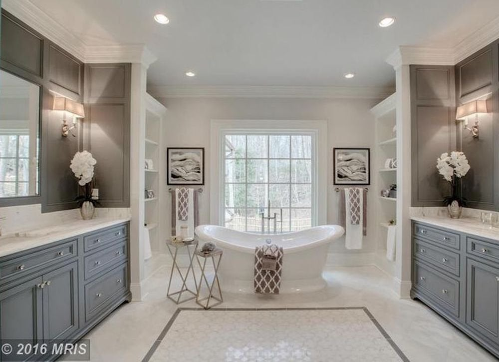 Elegant gray bathroom