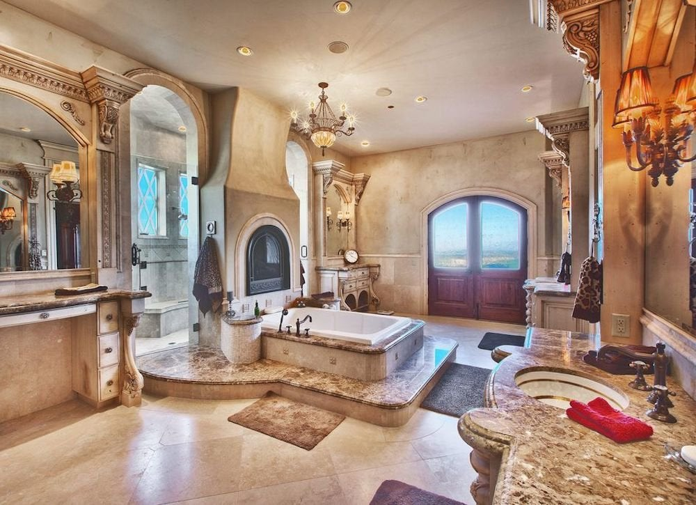 Regal bathroom