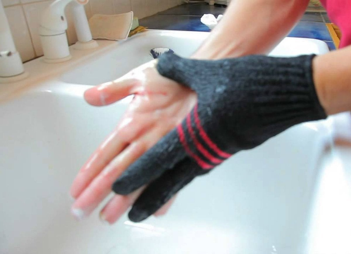 Clean up with quickly clean glove