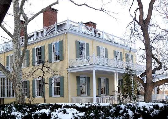 Gracie mansion snow jeh