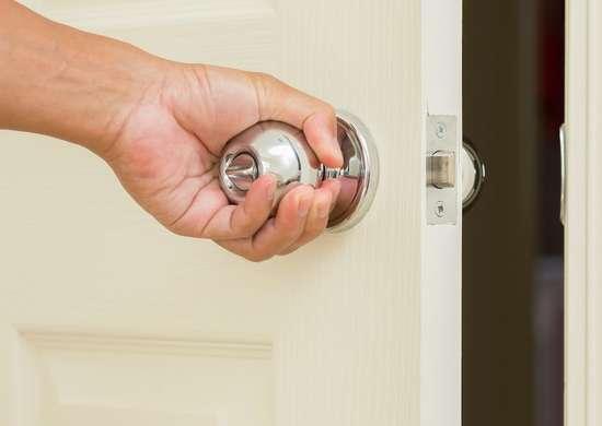 How To Unlock A Door Knob