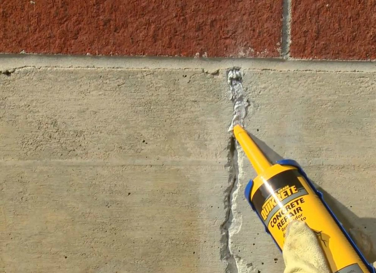 Quikrete concrete crack repair