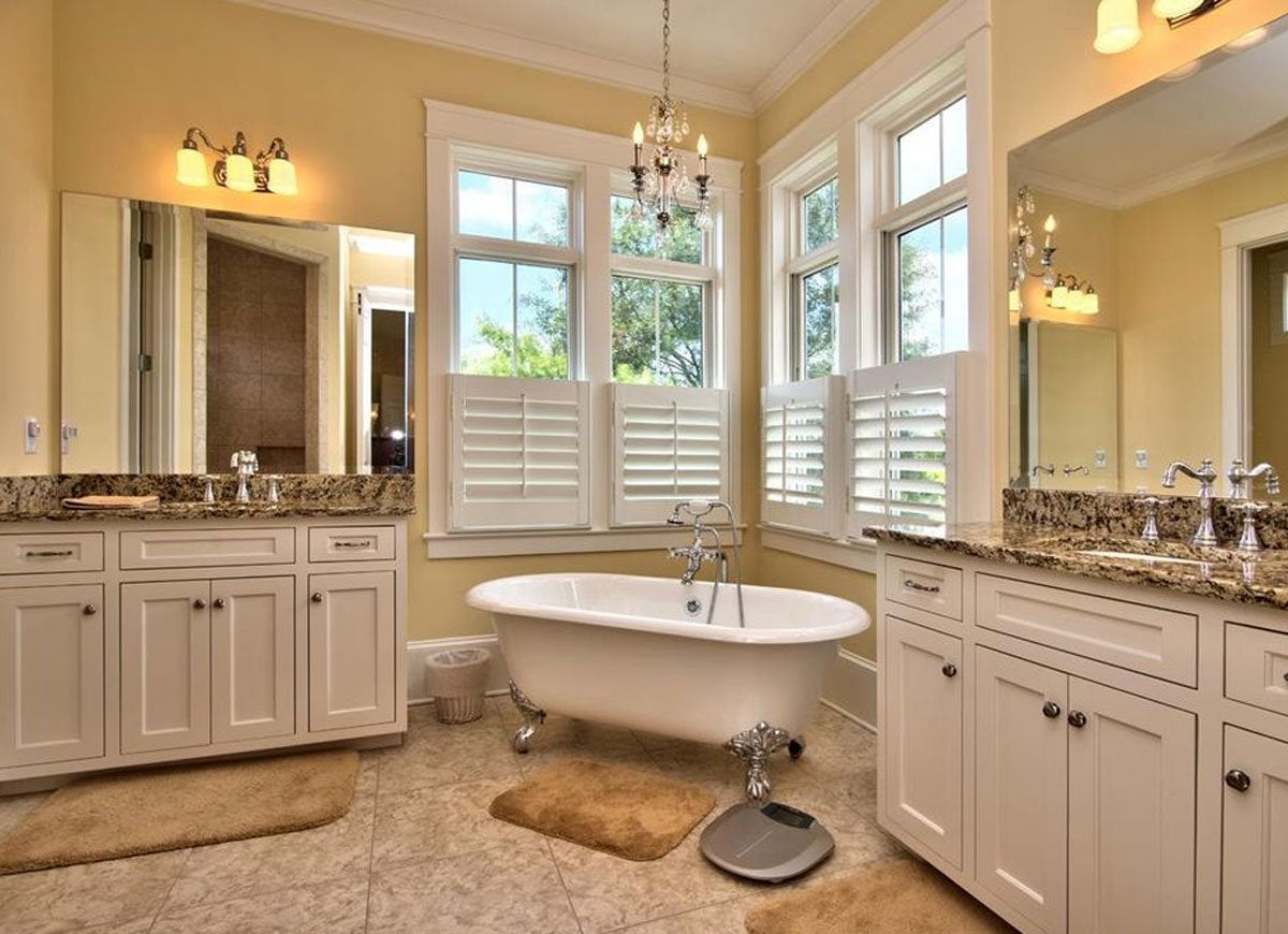 Clawfoot Tub In Bathroom Vintage Bathroom Ideas 12