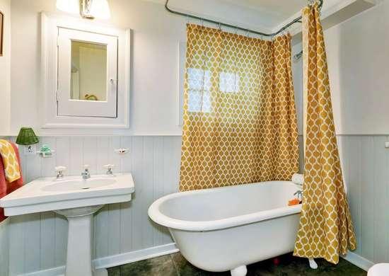 Curtain Around Bathtub