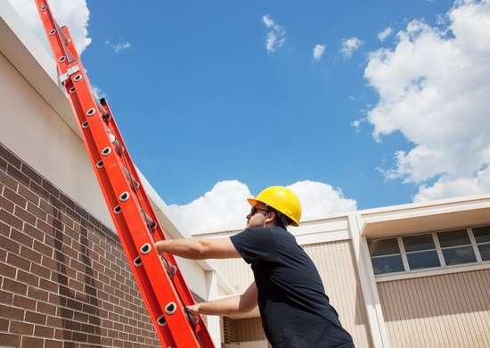 Worker climbing up 118211298 5118x3744