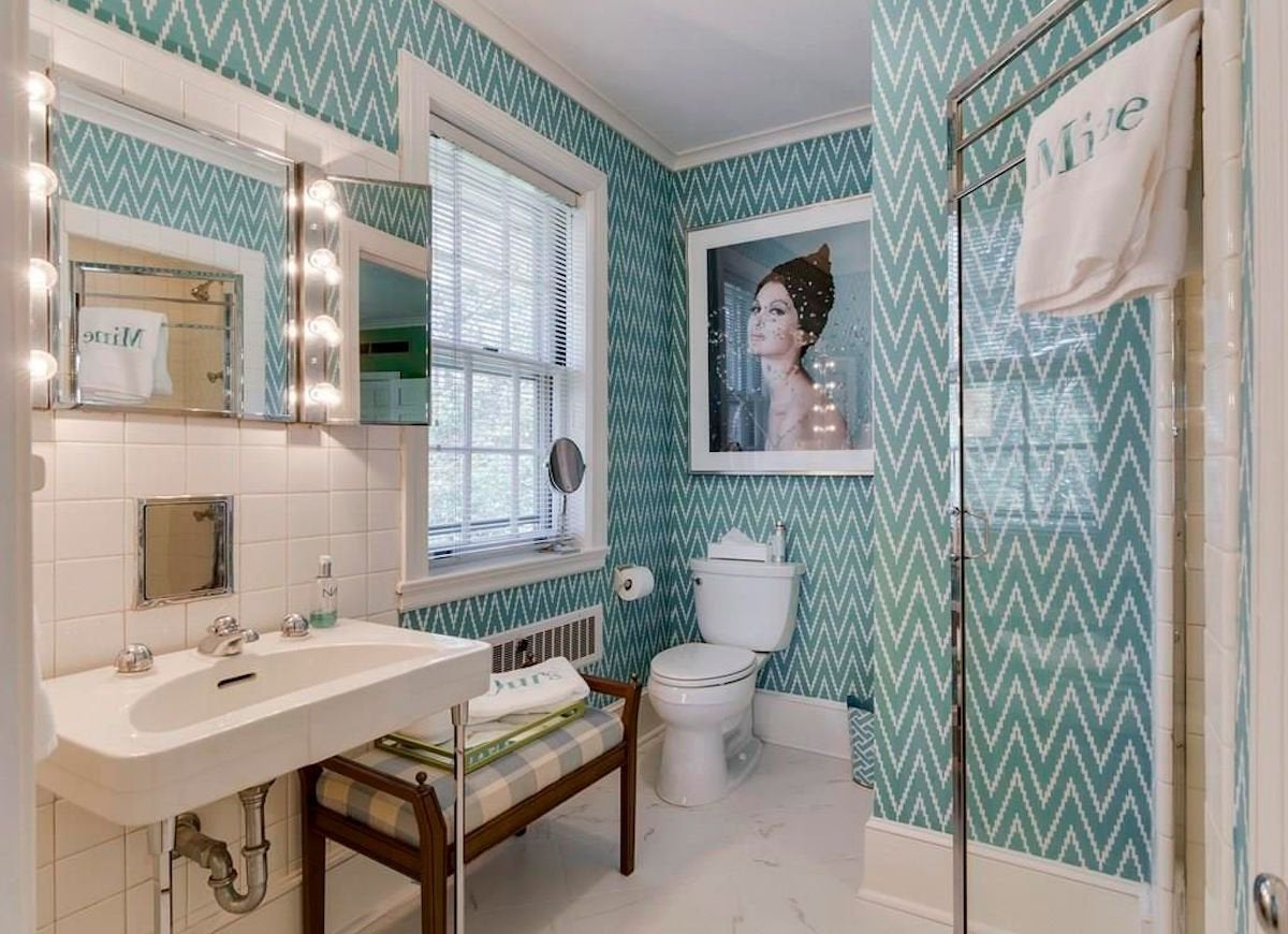 Blue wallpaper bathroom