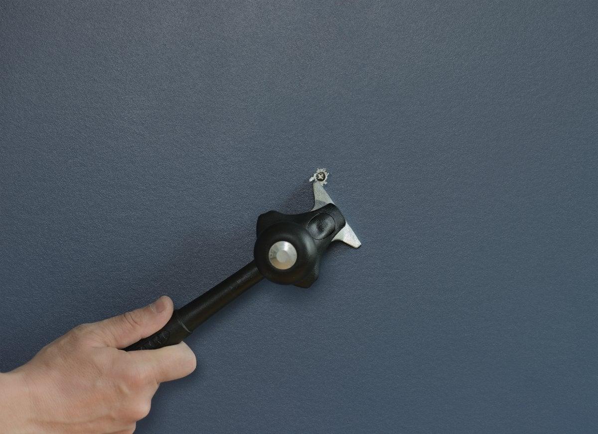 Dual scraper unearths painted screws