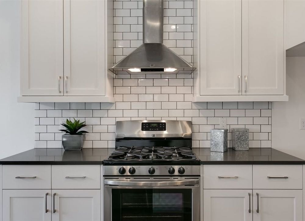 Subway Tile With Dark Grout : kitchen-with-subway-tile - designwebi.com