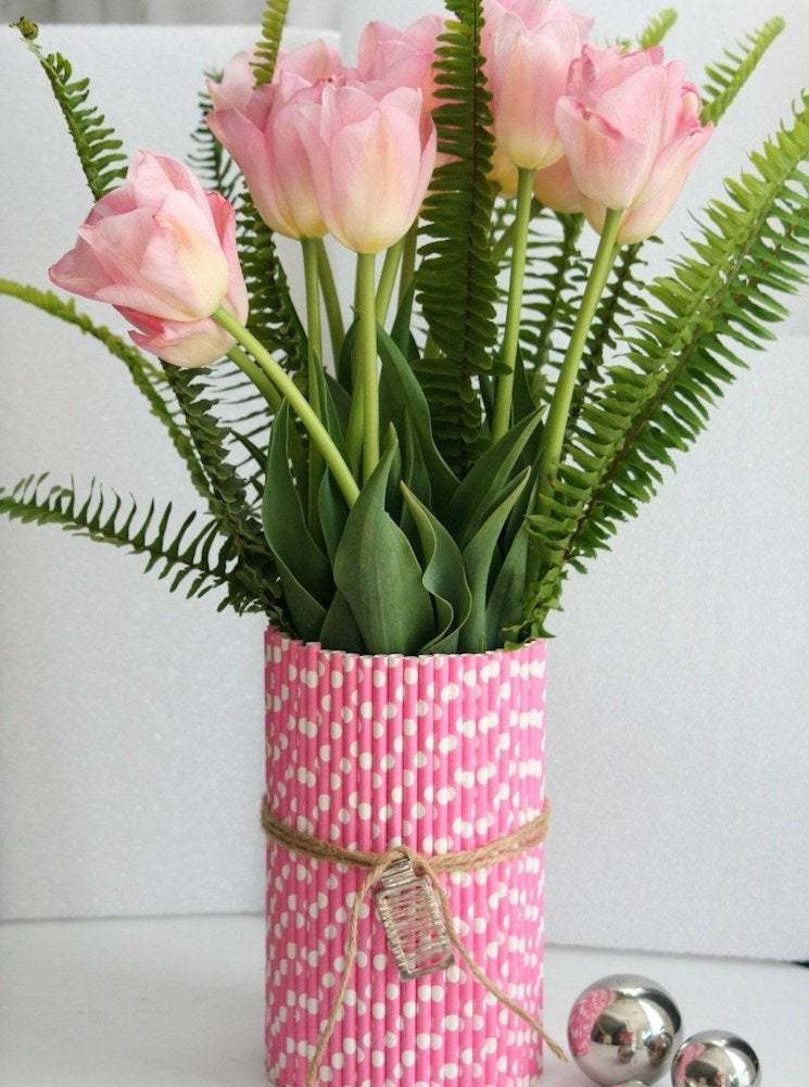Plastic straw vase