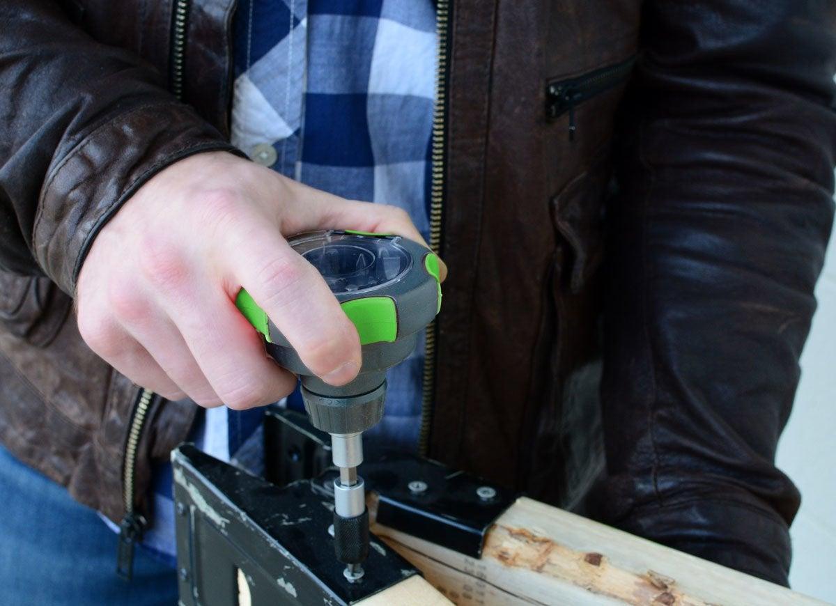 Palm screwdriver