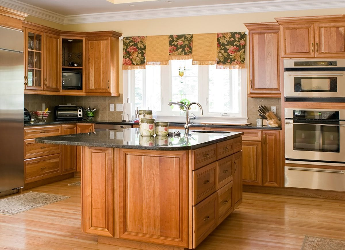 Honey Oak Kitchen Cabinets With Beige Yellow Walls
