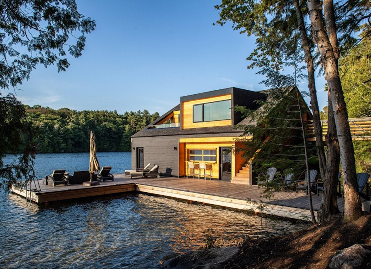 Modern muskoka boathouse