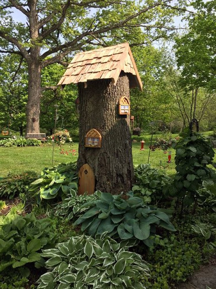 Tree stump gnome home tree stump ideas that will blow for Tree trunk slice ideas