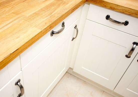 How to Clean Kitchen Cabinet Molding