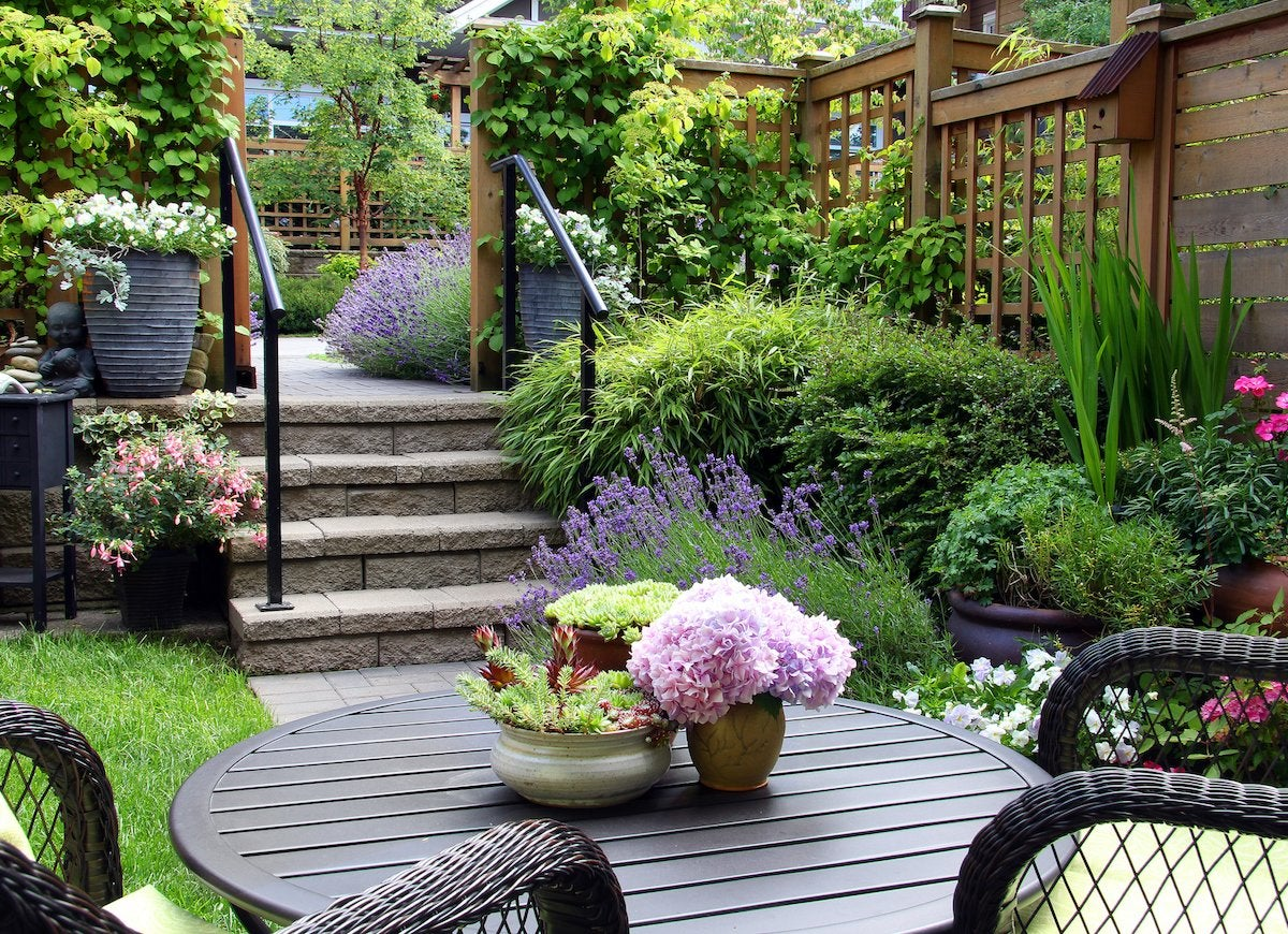 12 things that increase home value bob vila for Como arreglar un jardin pequeno