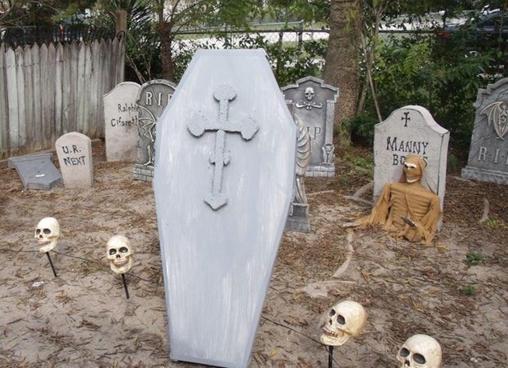 Lawn casket