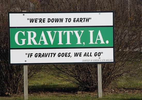 Motto of Gravity, Iowa