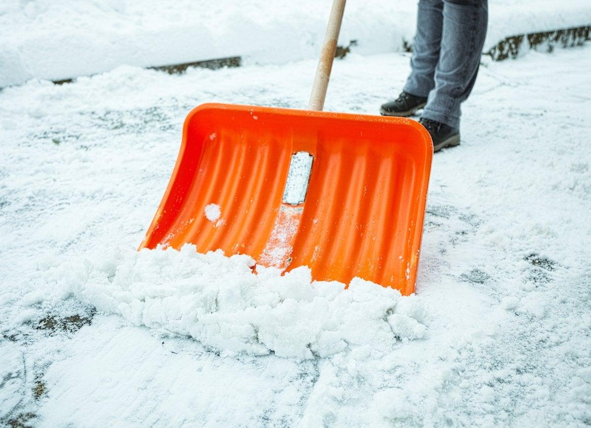 How To Shovel Snow 7 Unusual Tips Bob Vila