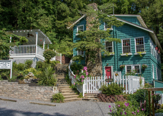 Laurel Springs Lodge B&B in Gatlinburg, TN