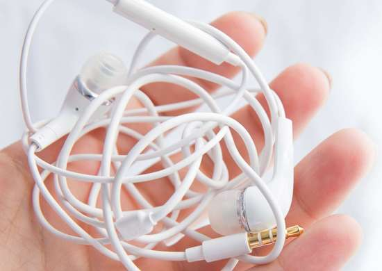 How to Keep Headphones From Tangling