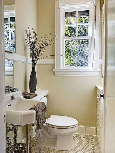 Decorative Accents in Bathroom