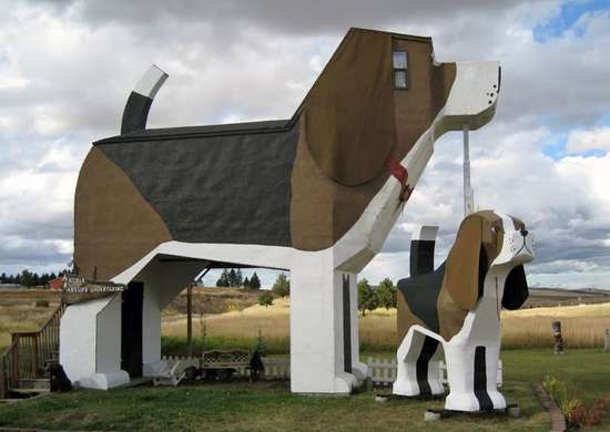 Dog Bark Park Inn in Cottonwood, Idaho