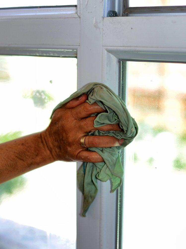 Cleaning tops of doors window