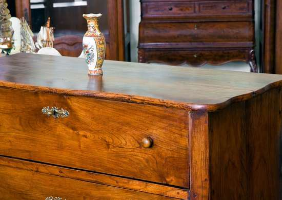 How to Dispose of Old Furniture
