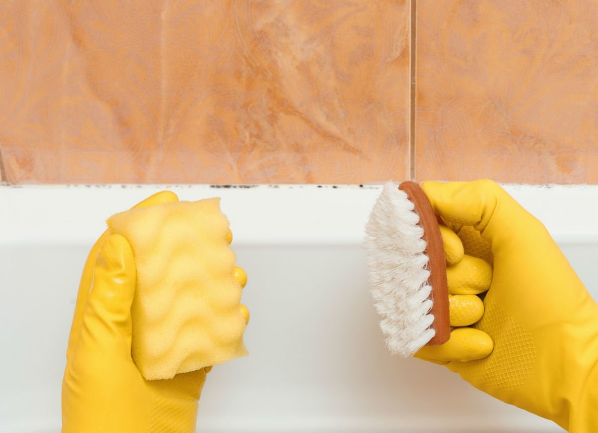 Clean twice as fast with two sponges