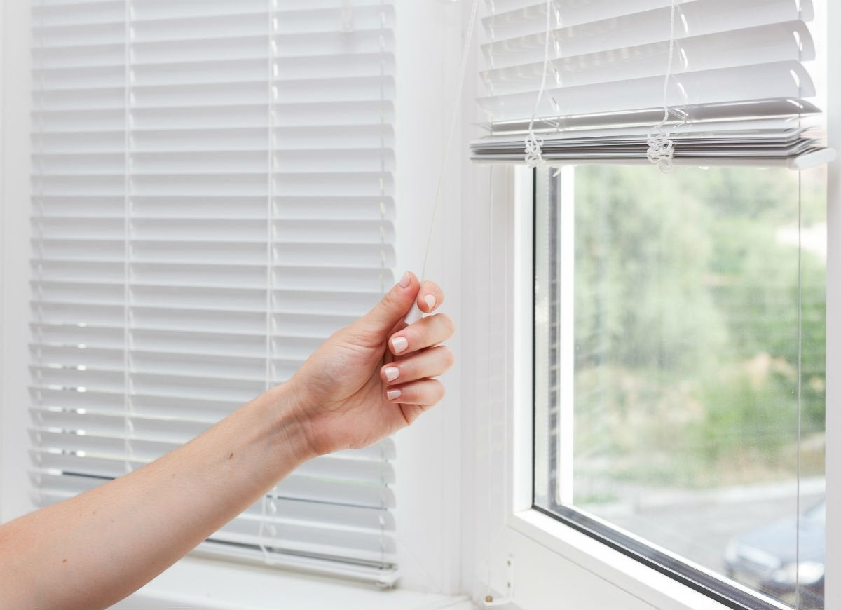 Clean vinyl or metal blinds quickly
