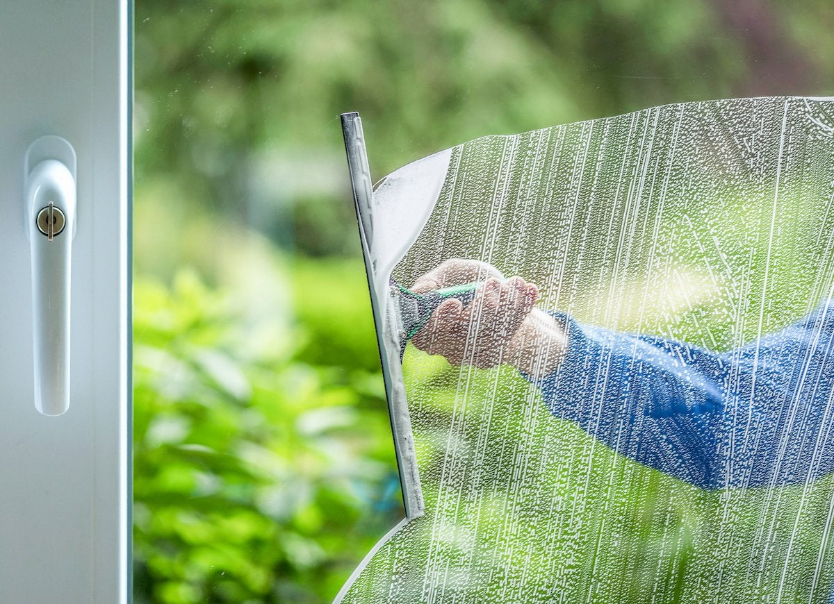 Squeegee windows