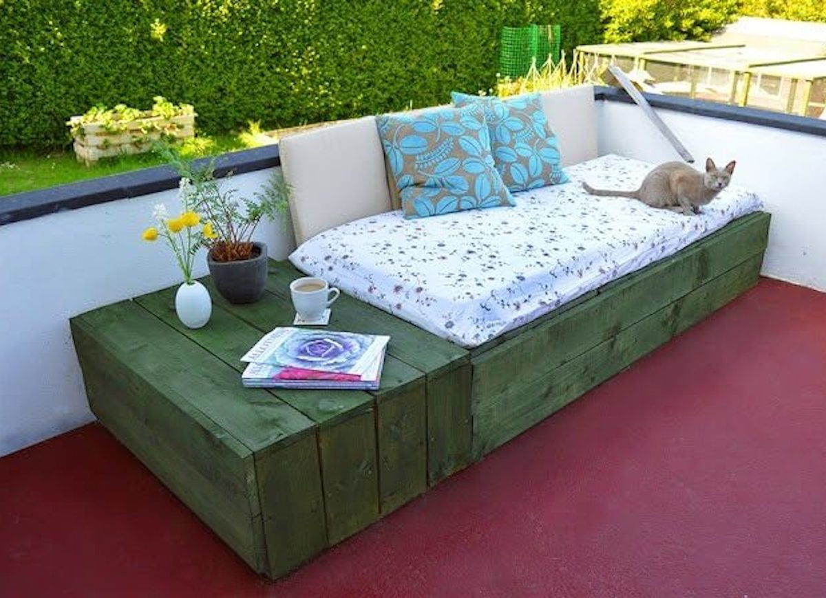 15 Doable Designs for DIY Outdoor Furniture