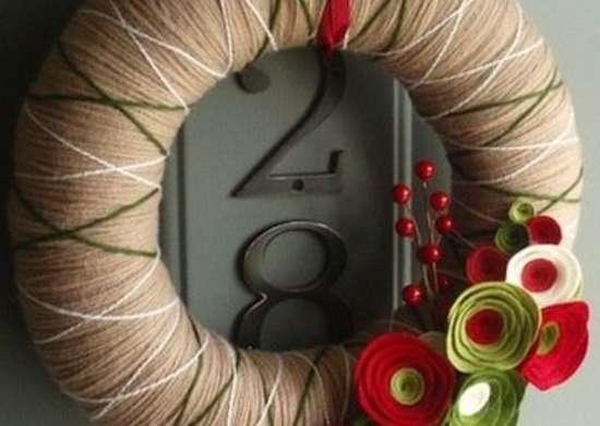 Diy wreaths alternatives to evergreens bob vila for Coronas de navidad hechas a mano